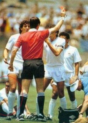 14charly_batista_1986__uruguayo_hombre_record_mundialista__expulsado_a_los_cincuenta_segundos.0_400