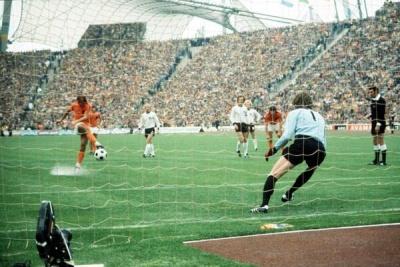 alemaniaholanda_final_1974_penal_neeskens_400