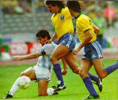 argentina_brasil_diego_se_la_pasa_a_cani_400