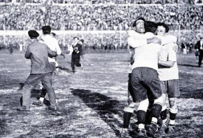 final_festejo_gol_uruguayo_2_400