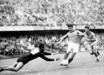 fontaine_zabije_gol_proti_braziliji_1958_400