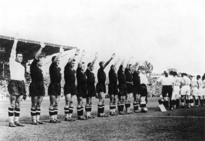 franciaitalia_1938_salludo_fascista_400