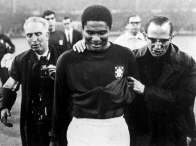 inglaterraportugal_1966_semifinal_eusebio_400_01