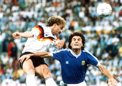 mundial_1990_final_ruggeri_voeller_400