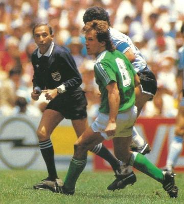 romualdo_arppi_filho_maradona_final_1986_400