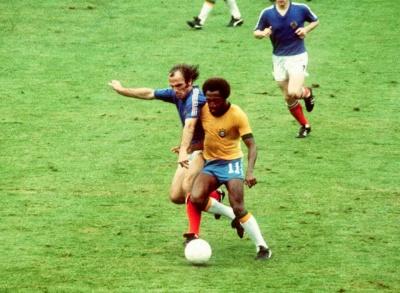 wc_1974_yugoslavia_brasil_oblak_paulo_cesar_lima_400
